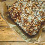Gebackene Oatmeal Breakfast Bars auf Blech
