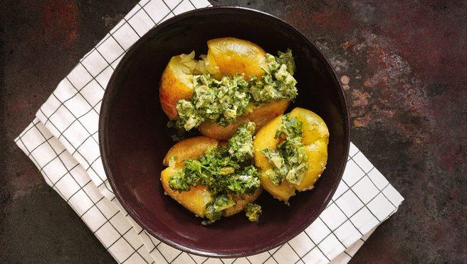 Ofenkartoffel mit Kräuter Salsa verde