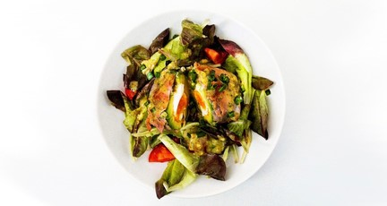 The Rolling Stone: Mit pochiertem Ei gefüllte Avocado