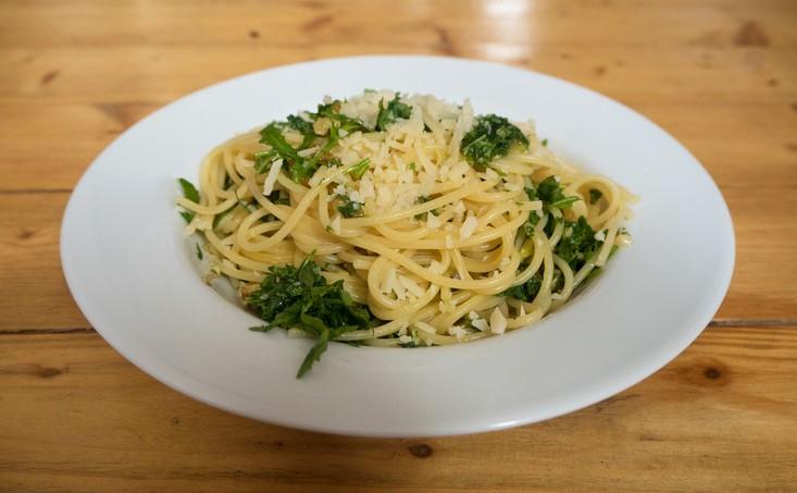 Pesto mit Rucola, Walnüssen, Knoblauch,Parmesan
