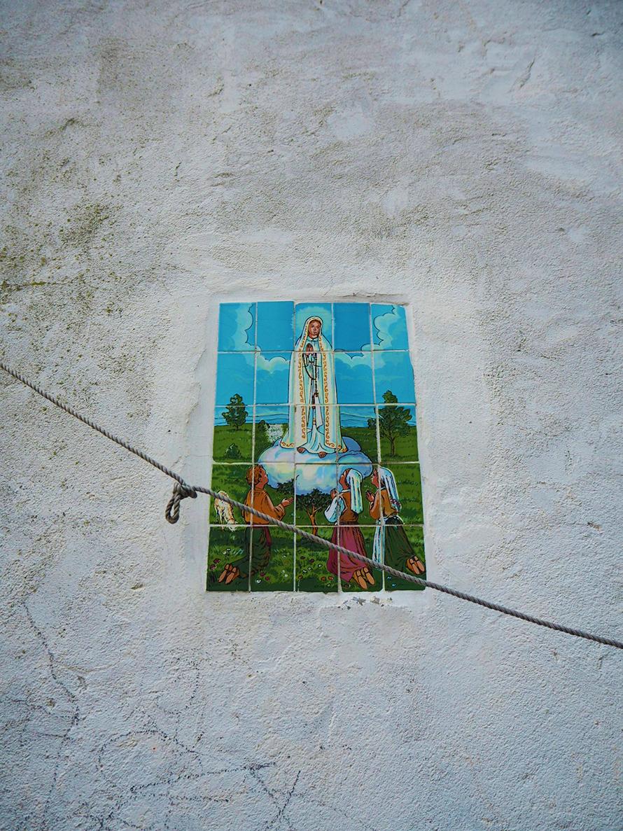 Marienbilder an den Häusern