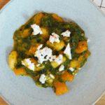 One Pot Gnocchi mit Kürbis, Spinat und Ziegenkäse