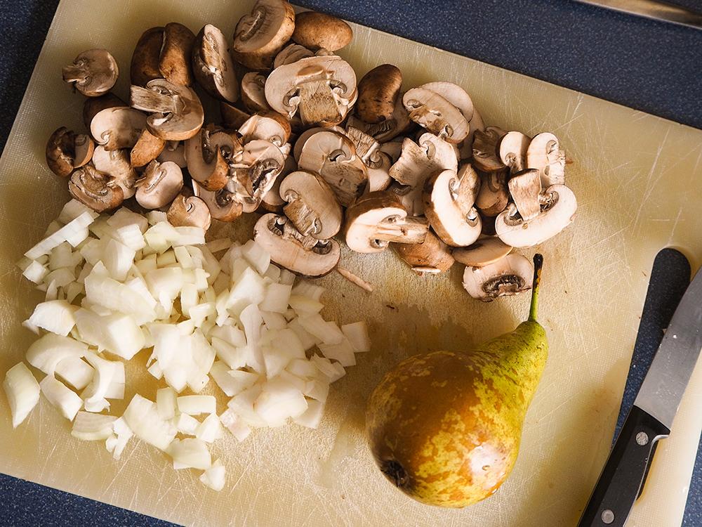 Champignons, Birne und Zwiebel