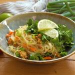 Glasnudelsalat mit vegetarischem Hackfleisch