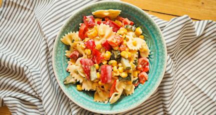 Leichter Nudelsalat mit Paprika und Mais