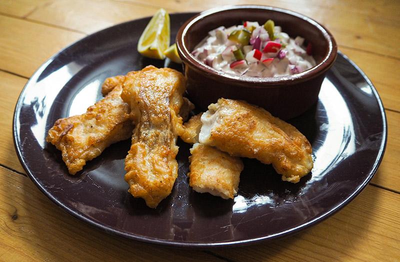 Knuspriger Fisch im Bierteig ohne Fritteuse