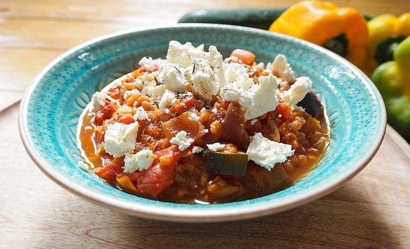 Schnelle Reissuppe mit Zucchini und Feta