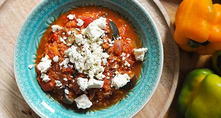 Einfache Reissuppe mit Zucchini und Feta