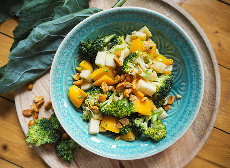 Brokkolisalat Rohkost mit Paprika