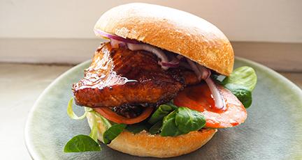 Lachs Burger (asiatisch à la Shiso Burger)
