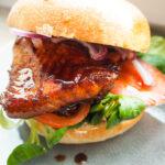Asiatischer Lachsburger wie bei Shiso Burger