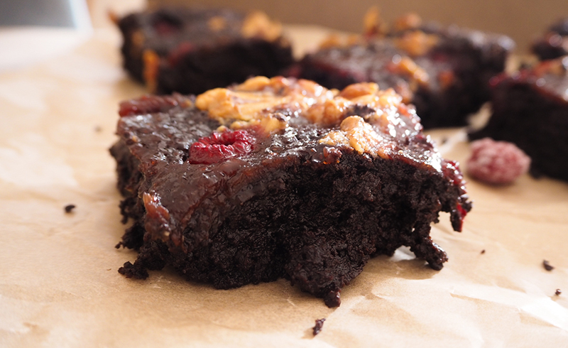 Peanut Butter Jelly Brownies vegan mit Himbeeren