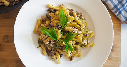Vegane Carbonara mit Räuchertofu und Champignons