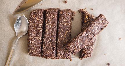 Kakao-Haferriegel selbermachen (ohne Zucker – mit Ahornsirup)