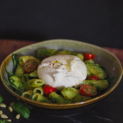 Burrata Pasta Bowl mit Pesto