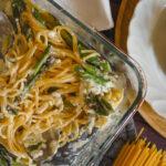 pasta aus dem ofen mit gruenem spargel und feta