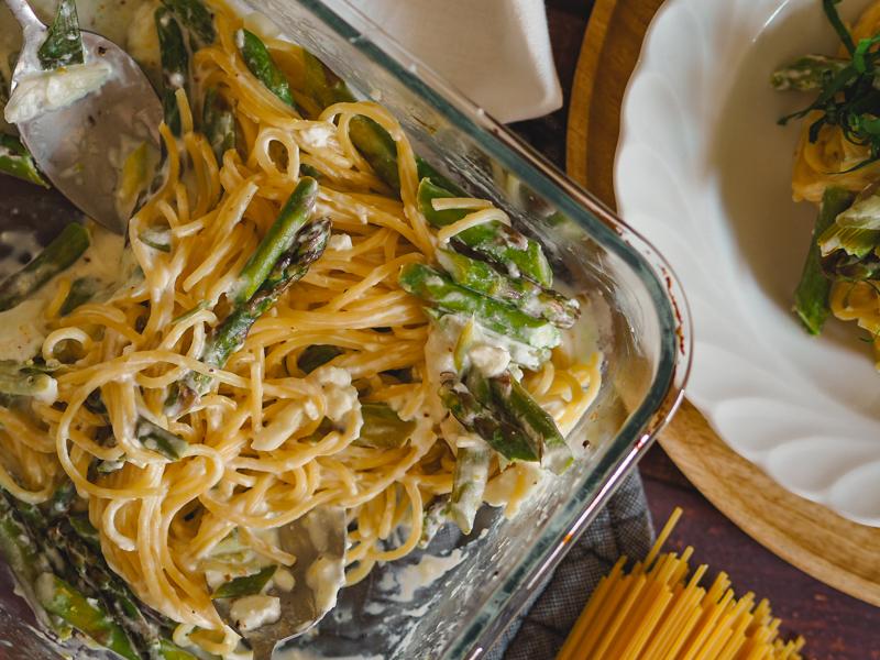 spaghetti im ofen garen mit feta und grünem spargel